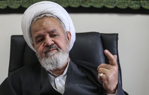 رئیس دفتر عقیدتی سیاسی فرماندهی معظم کل قوا: آمریکا جرئت حمله به ایران را ندارد