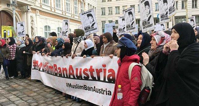 قانون منع حجاب زنان در اتریش معترضان را به خیابان ها کشاند+ عکس