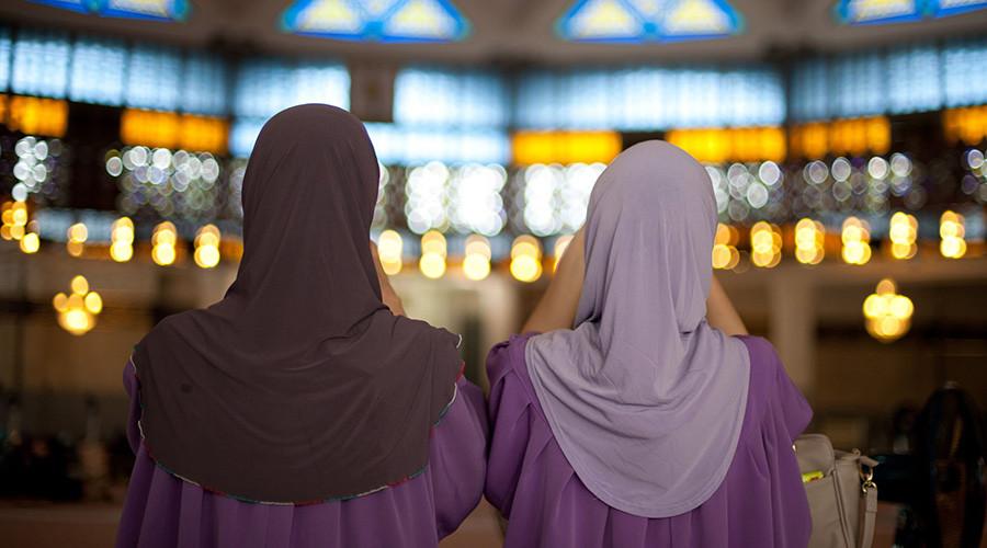مخالفت اعضای پارلمان هلند با حجاب افسران زن مسلمان