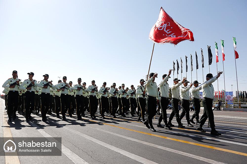 رژه نیروهای مسلح در نخستین روز از هفته دفاع مقدس در استان مرکزی برگزار شد
