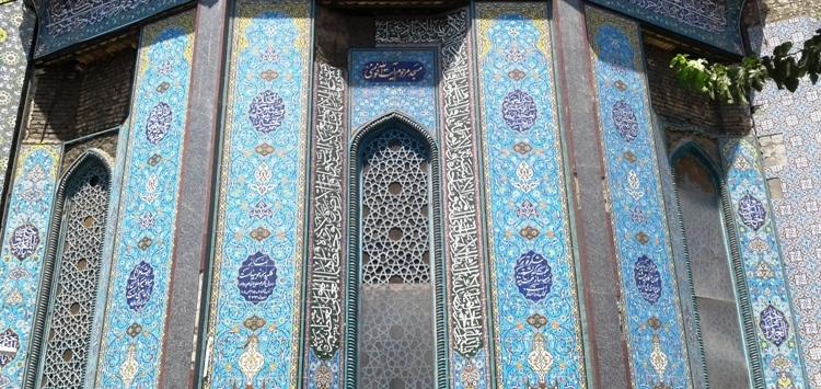 مسجدی زیبا اما خلوت