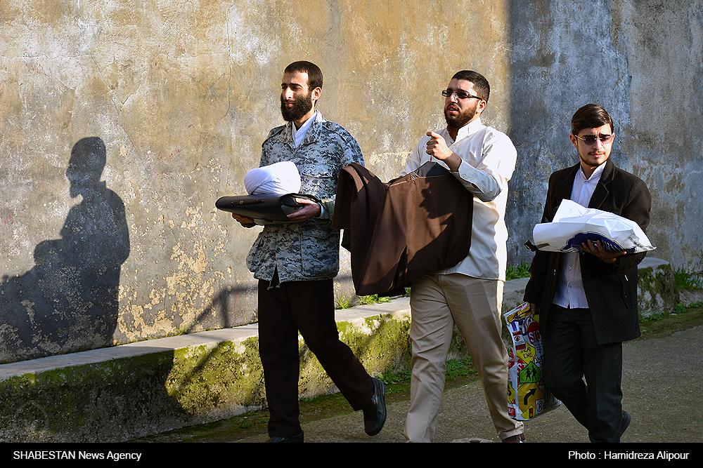 عمامهگذاری جمعی از طلاب حوزه علمیه امام رضا(ع) به مناسبت عید غدیر