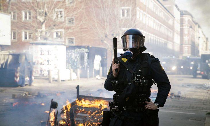 اهانت دوباره رئیس حزب راستگرای تندروی دانمارک به «قرآن کریم»+ عکس
