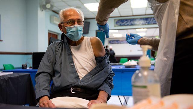 توصیه های انجمن پزشکی اسلامی انگلیس برای تزریق واکسن کرونا در ماه رمضان
