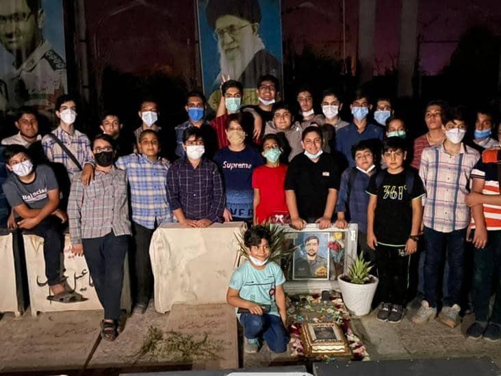 جشن تولد «شهید استحکامی» توسط بچه های مسجد در کانون «دوستان آسمانی» برگزار شد