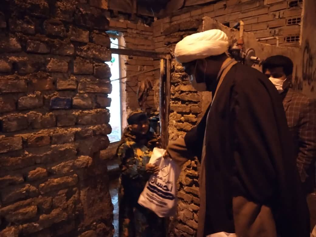 IMG 20210927 115533 614 - دستگیری از نیازمندان به همت کانون امام علی(ع) نکا درشب اربعین