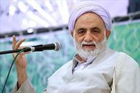 بسیاری از مشکلات انسان با نماز برطرف میشود/ایران هزاران محافظ قرآن دارد