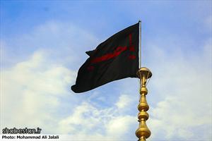 تعویض پرچم گنبد حرم حضرت معصومه (س)