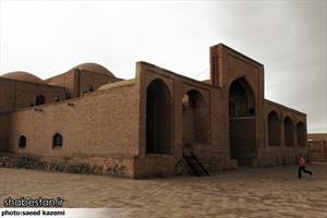 مسجد جامع هندوالان - درمیان