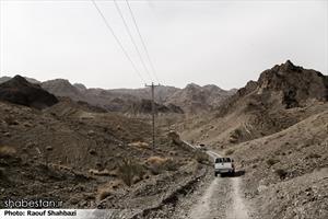 نبود راه ارتباطی مناسب رفت و آمد روستاییان را بسیار سخت و طولانی کرده است .