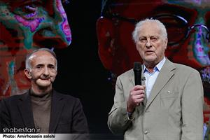 در بخشی از مراسم اختتامیه جشنواره سینماحقیقت از پروفسور فرایلینگر که در دوران جنگ ایران و عراق به مجروحان شیمیایی کمک کرده تقدیر شد.او جراحی بود که مجروحین جنگ را  با جدیت در اتریش درمان می کرد.