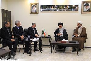 وزیر فرهنگ و ارشاد اسلامی حرم مطهر حضرت شاهچراغ (ع) را زیارت کرد