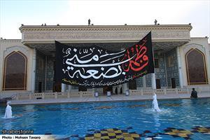 تعویض پرچم و سیاه پوشی حرم مطهر حضرت شاهچراغ (ع)