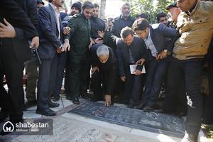 رونمایی از مقبره شهید اسکندری با حضور سردار سلیمانی