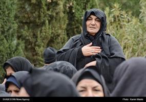 تشییع پیکر شهید بر روی دستان مردم خرم آباد