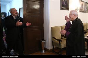 دیدار اسقف اعظم ارامنه تهران با صالحی