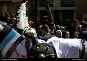 عزاداری عشاق اباعبدالله الحسین در روز عاشورا در همدان