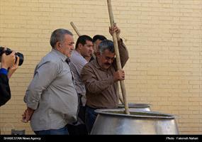 طبخ شله زرد ۱۴ هزار کیلویی در شیراز
