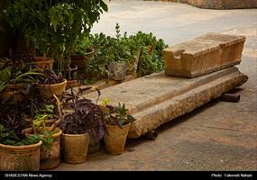 کشف سنگ مزارهایی حین مرمت در امامزاده