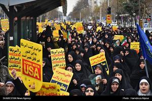 راهپیمایی مردم رشت در حمایت از اقتدار نظام اسلامی در برابر آمریکا
