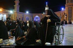 زائران حرم حضرت معصومه در سوگ شهادت امام حسن مجتبی(ع)